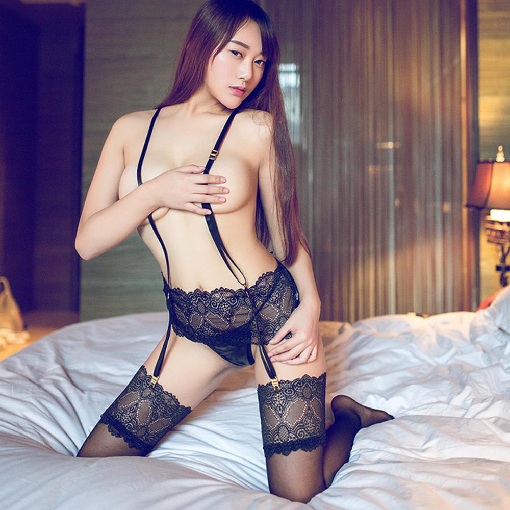 情趣吊襪帶組 黑色蕾絲情趣內衣含透膚黑絲襪-A7184...